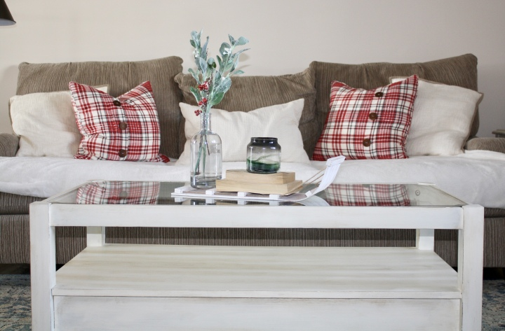 Annie Sloan Chalk Paint Coffee Table + ChristmasDecorations