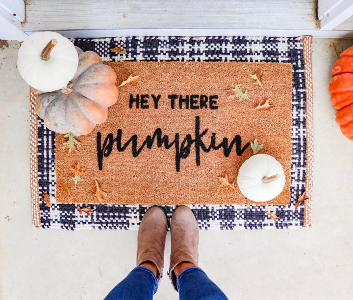 DIY Hey There Pumpkin Doormat