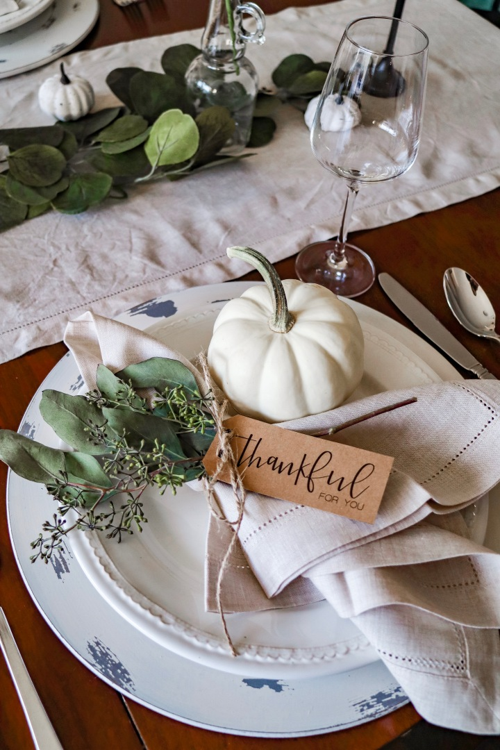 5 Ways to Add Personal Touches to your Thanksgiving + Napkin Tag Freebie Download